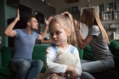 In ce conditii mama poate pierde custodia copilului